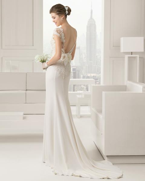 Áo cưới lưng khoét sâu