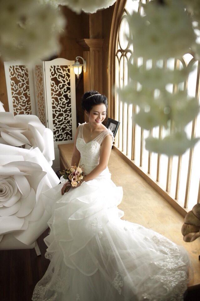 Áo cưới bó cá xếp tầng cô dâu Hồng Lê