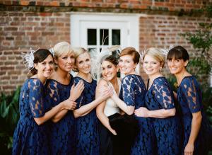 Váy phụ dâu ren dáng ngắn trẻ trung màu xanh navy