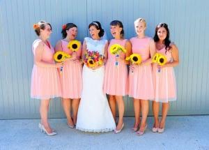 Váy phụ dâu màu hồng cam ngọt ngào