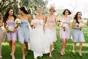 Váy phụ dâu có tông màu pastel