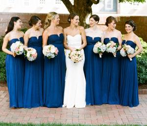 Váy phụ dâu lấy tông màu xanh dương