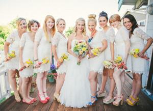 Váy phụ dâu ren hoa màu trắng