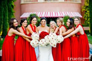 Váy phụ dâu tone đỏ dáng suôn dài sang trọng
